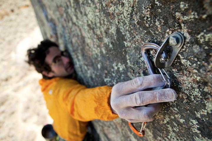 ¿Cómo elegir los mosquetones correctos para tu escalada?